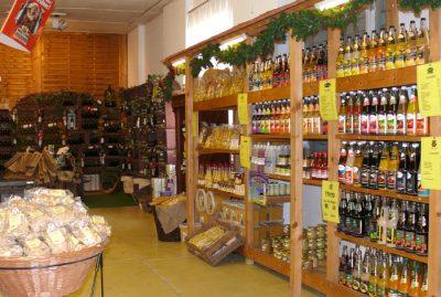 Bauernmarkt Gut Pesterwitz bei Dresden: regionale Säfte (auch Bio), Honig, Liköre, Weine, Nüsse, Naschwaren etc.