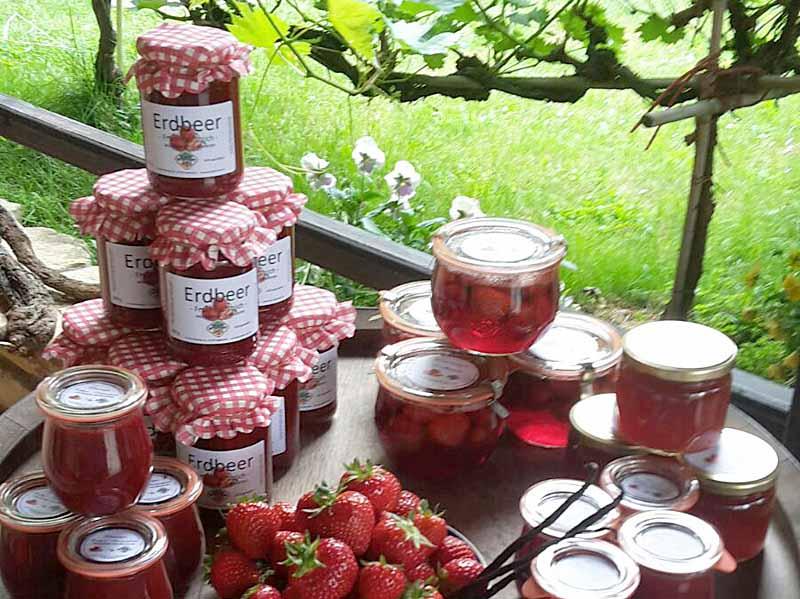 Verschiedene Erdbeer-Aufstriche