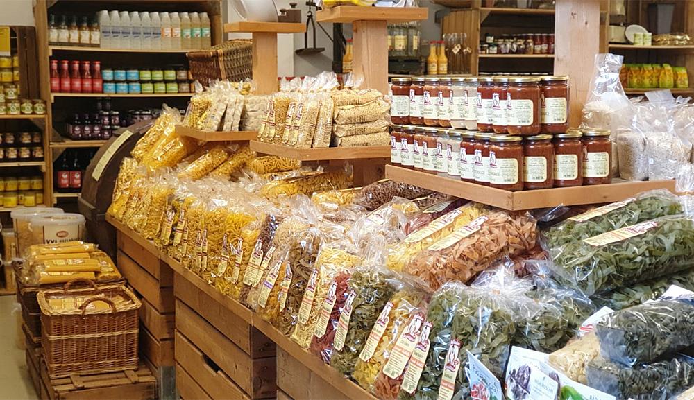 Nudeln und Pastasoße regional